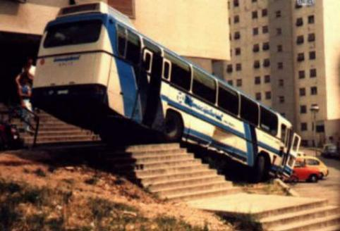 bus-crash-Bus_vs_stairs